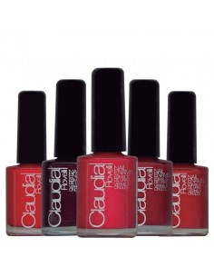 Claudia Rovelli esmaltes de uñas rojos